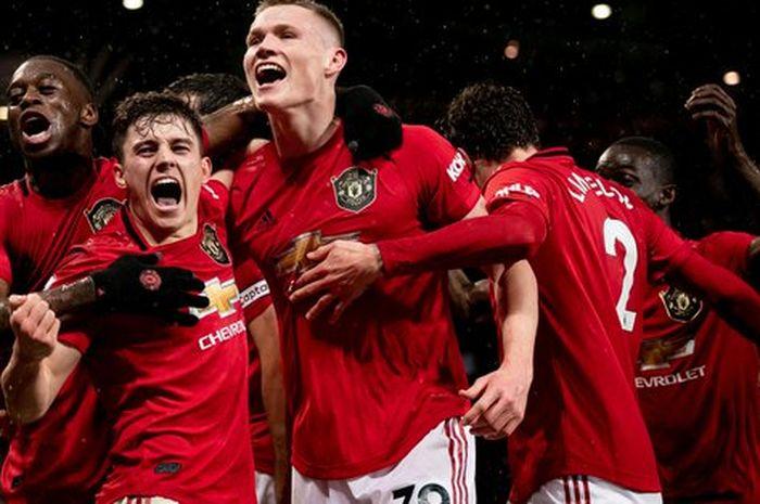 Man United petik kemenangan 2-0 dalam derby Manchester melawan Manchester City Minggu (8/3) WIB.