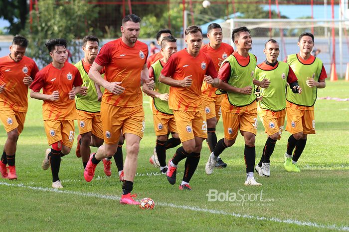 Marko Simic, Rezaldi Hehanusa, Sandi Sute dan para skuad Persija Jakarta ketika menjalani latihan di Lapangan Sutasoma Halim, Jakarta Timur (9/3/2020)