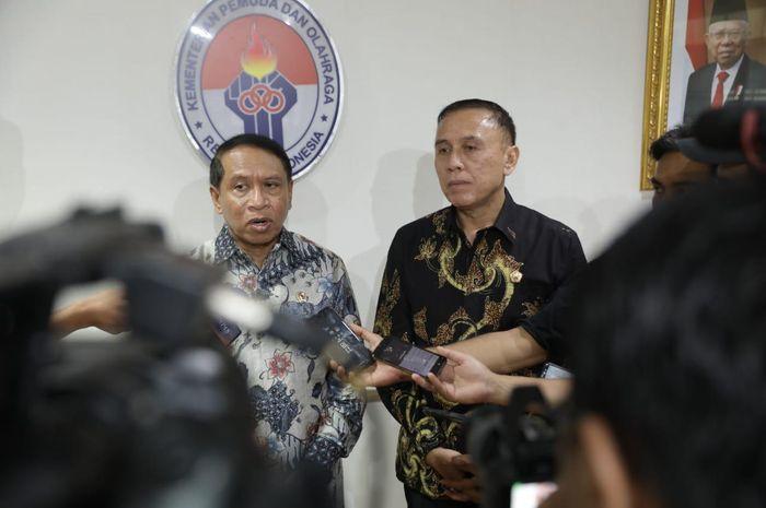 Menpora Zainudi Amali bersama dengan Ketum PSSI Mochamad Iriawan di Kantor Kemenpora, Senayan, Jakarta Pusat, Selasa (10/3/2020),
