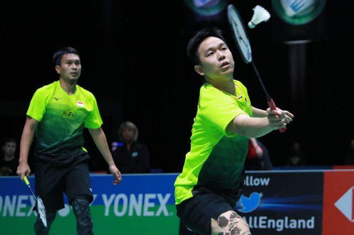 Pasangan ganda putra Indonesia, Mohammad Ahsan/Hendra Setiawan, saat menjalani laga melawan Akira Koga/Taichi Saito (Jepang) pada babak kesatu All England Open 2020 di Arena Birmingham, Inggris, Rabu (11/3/2020) waktu setempat.