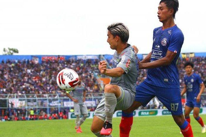 Kim Jeffrey Kurniawan dalam seragam Persib Bandung saat melawan Arema FC pada pekan kedua Shopee Liga 1 2020 (8/3/2020).