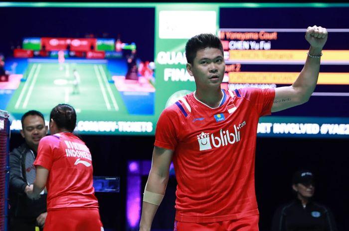 Pemain ganda campuran Indonesia, Praveen Jordan, melakukan selebrasi usai memenangi laga kontra Wang Yi Lyu/Huang Dong Ping (China) pada semifinal All England Open 2020 di Arena Birmingham, Inggris, Jumat (13/3/2020).