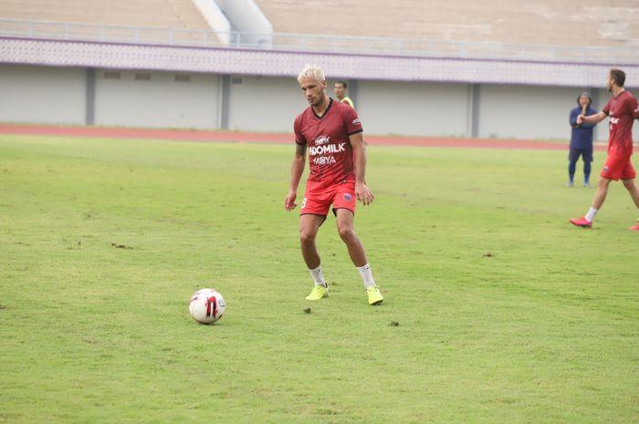 Raphael Maitimo resmi berseragam Persita Tangerang pada Shopee Liga 1 2020