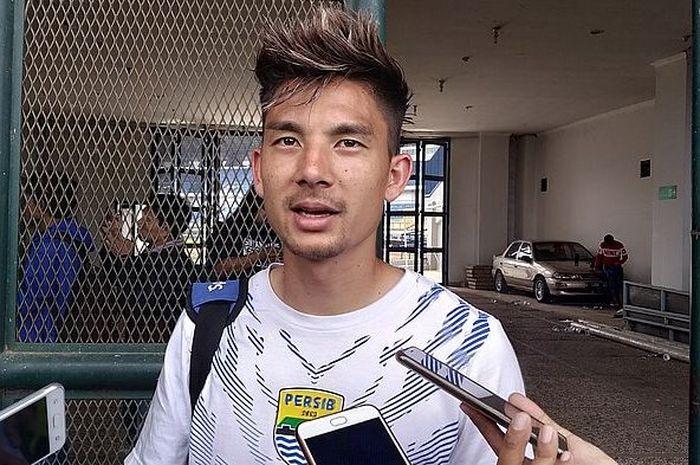 Gelandang Persib Bandung, Kim Jeffrey Kurniawan, menyebut Bobotoh sebagai suporter terbaik di Indonesia.