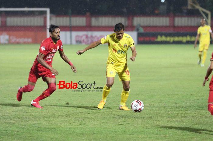 Duel Bhayangkara FC kontra Persija Jakarta pada pekan ke-3 Shopee Liga 1 2020, Sabtu (14/3/2020) di Stadion PTIK, Jakarta.