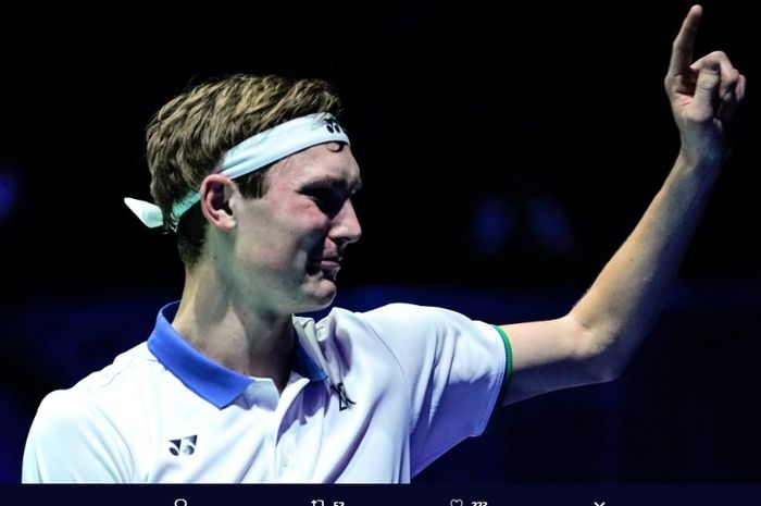 Viktor Axelsen pada final All England Open 2020.