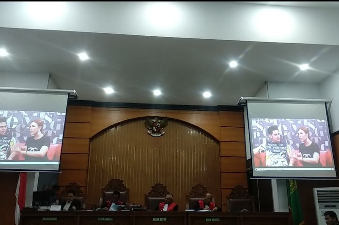 Sidang kasus ikan asin yang digelar di Pengadilan Negeri Jakarta Selatan, Senin (16/3/2020) malam.Grid.ID/Corry Wenas Samosir