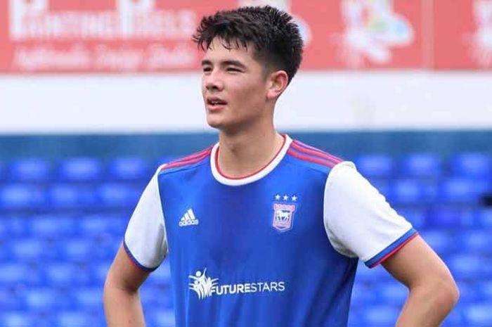 Elkan Baggott ketika berlatih di Ipswich Town.