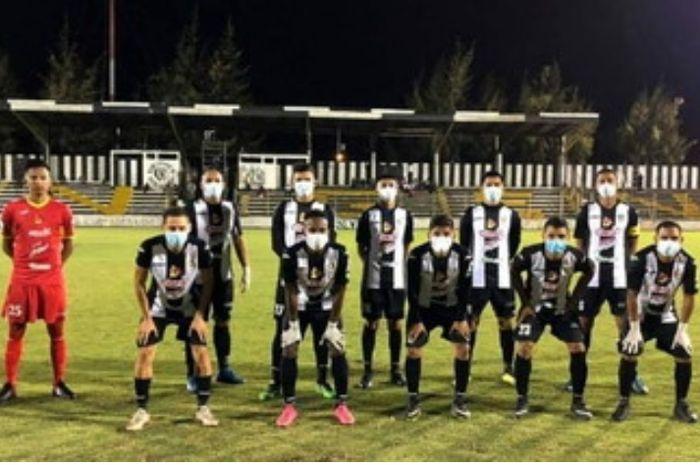 Pemain-pemain Cacique Diriangen sebelum pertandingan Liga Nikaragua.