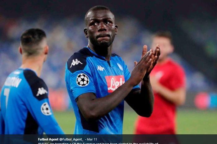 Bek tengah Napoli, Kalidou Koulibaly, memiliki julukan Armadio alias Si Lemari.
