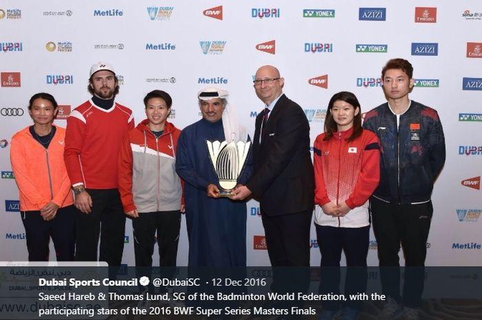 Sekretaris Jenderal BWF, Thomas Lund (tiga dari kanan), menjelang turnamen BWF Superseries Finals 2016 di Dubai, Uni Emirat Arab pada 11 Desember 2016.