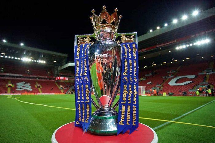 Trofi Liga Inggris. Liverpool memburu gelar Liga Inggris 2019-2020 yang sudah di depan mata ini di tengah wabah virus corona.