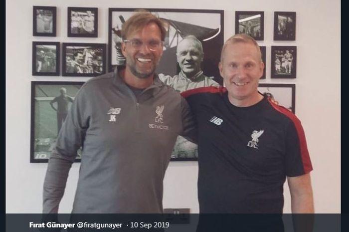 Thomas Gronnemark (kanan) bersama pelatih Liverpool, Juergen Klopp.