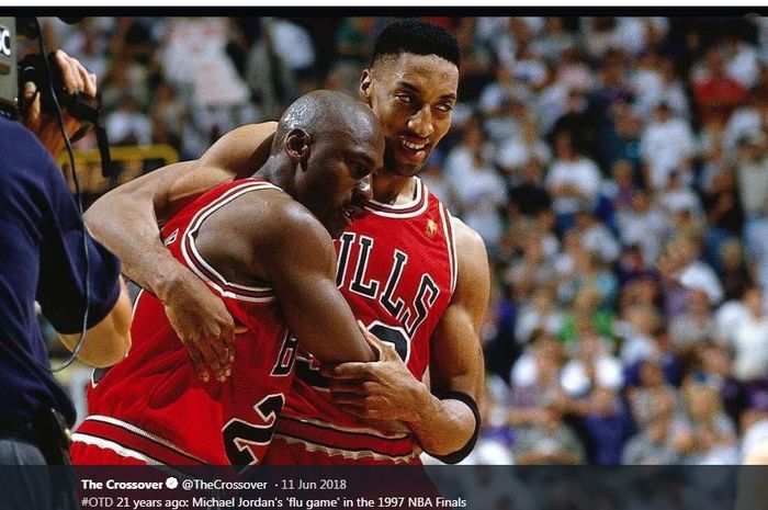 Michael Jordan (kiri) pahlawan Chicago Bulls di final NBA 1997.