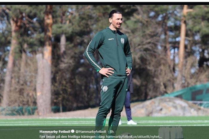Zlatan Ibrahimovic menjalani latihan mandiri di Hammarby, Swedia, di tengah karantina akibat virus korona.