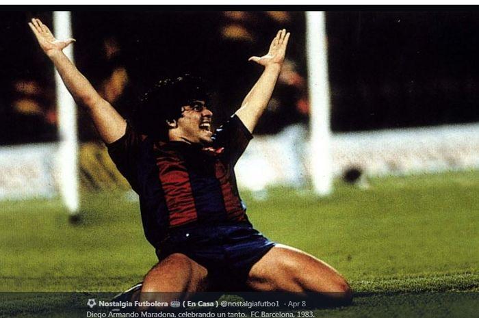 Diego Maradona saat merayakan gol untuk Barcelona.