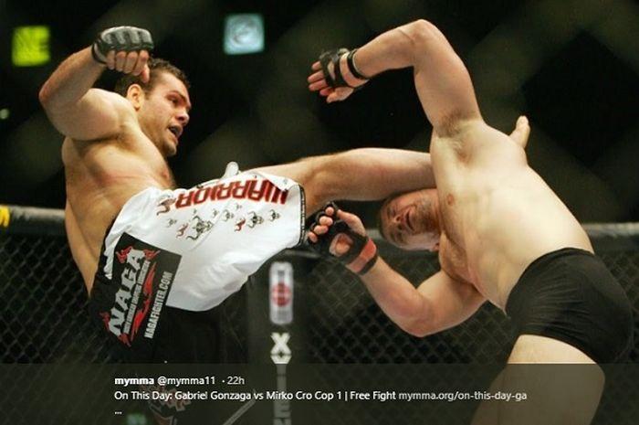 Tendangan kaki Gabriel Gonzaga tepat di kepala Mirko Cro Cop di UFC 70.