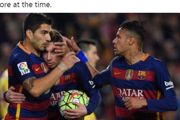 Trisula Barcelona, Luis Suarez, Lionel Messi, dan Neymar melakukan selebrasi bersama.