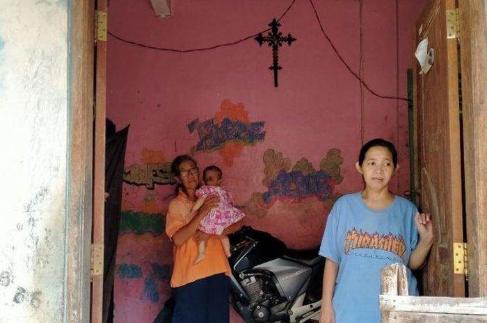 Rumah keluarga Frans Larry Oktavianus (43) yang nekat menjual ginjal dan akan melakukan aksi jalan kaki menuju Semarang menemui Gubenur Jateng, Ganjar Pranowo, di Desa Ngering, Kecamatan Jogonalan, Kabupaten Klaten, Minggu (3/5/2020).