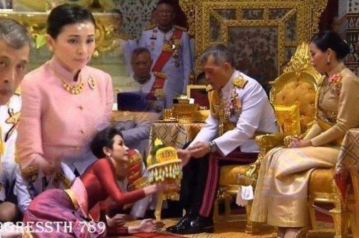 Tinggalkan Rakyatnya Gegara Corona, Raja Thailand Buat Surga Dunianya Sendiri dengan Ditemani 20 Selir Cantik