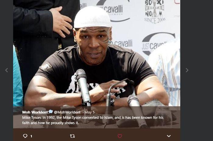 Legenda tinju kelas berat dunia, Mike Tyson yang memeluk agama Islam.