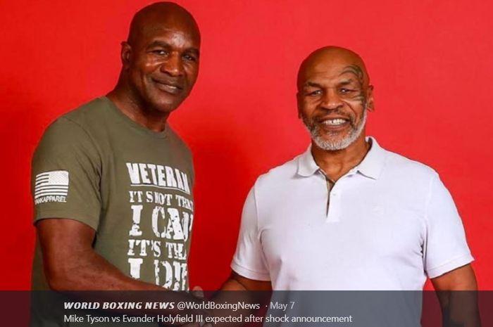 Evander Holyfield (kiri) bersalaman dengan Mike Tyson (kanan)