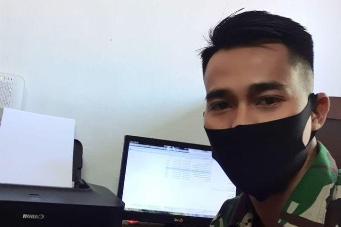Kiper Persebaya, Angga Saputra, kembali bekerja di satuan TNI selama libur kompetisi Liga 1 2020.