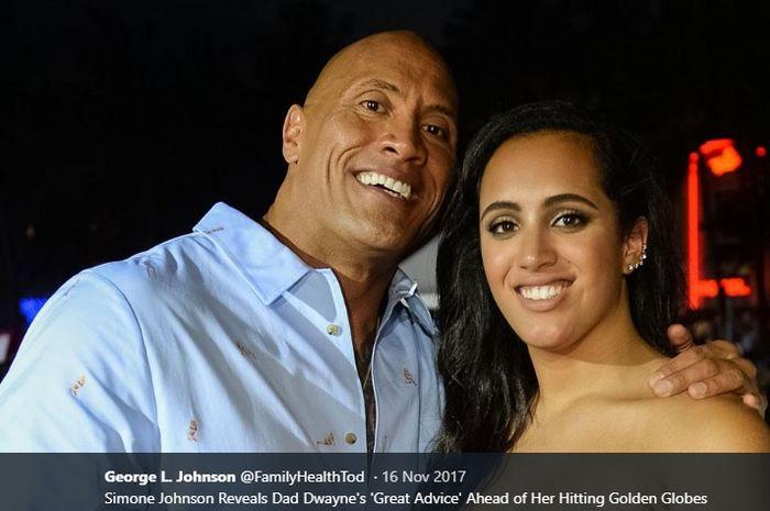 Dwayne Johnson atau The Rock (kiri) bersama putrinya, Simone Johnson, yang kini bergabung dengan ajang gulat hiburan WWE.