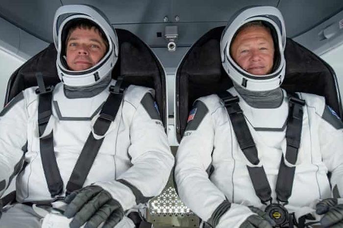 Doug Loverro telah mengundurkan diri dari NASA hanya lebih dari seminggu sebelum astronot Bob Behnken (kiri) dan Doug Hurley (kanan) akan memimpin misi ke Stasiun Luar Angkasa Internasional.
