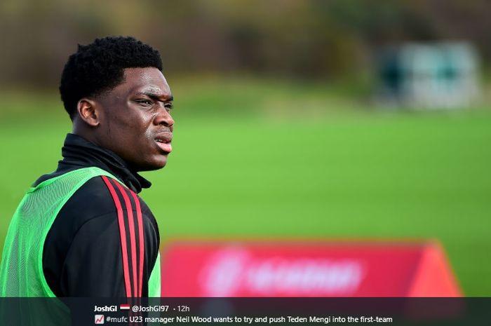 Bek muda dari akademi Manchester United, Teden Mengi, siap diproyeksikan masuk skuad utama Ole Gunnar Solskjaer musim depan.