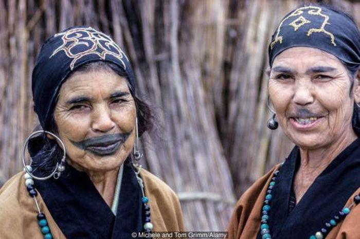 Kisah Suku Ainu di Hokkaido, Penduduk Asli Jepang yang Terlupakan ...