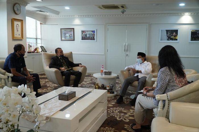 Ketua Umum PSSI, Mochamad Iriawan, melakukan pertemuan dengan Menteri Pemuda dan Olahraga (Menpora), Zainudin Amali, di Kantor Kemenpora, Senayan, Jakarta Pusat, Jumat (22/5/2020).