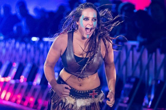 Sarah Logan saat melakukan entrance-nya di WWE beberapa waktu silam.