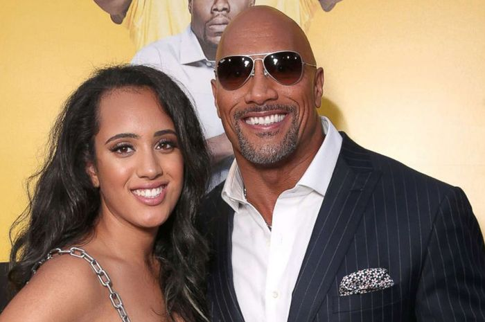 SImone Johnson bersama ayahnya, Dwayne 'The Rock' Johnson.