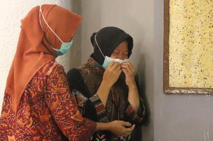 Tak Ingin Lihat Surabaya Jadi Wuhan, Walikota Risma Menangis Terima Bantuan Covid-19 dari Intelijen Negara:... - Sosok