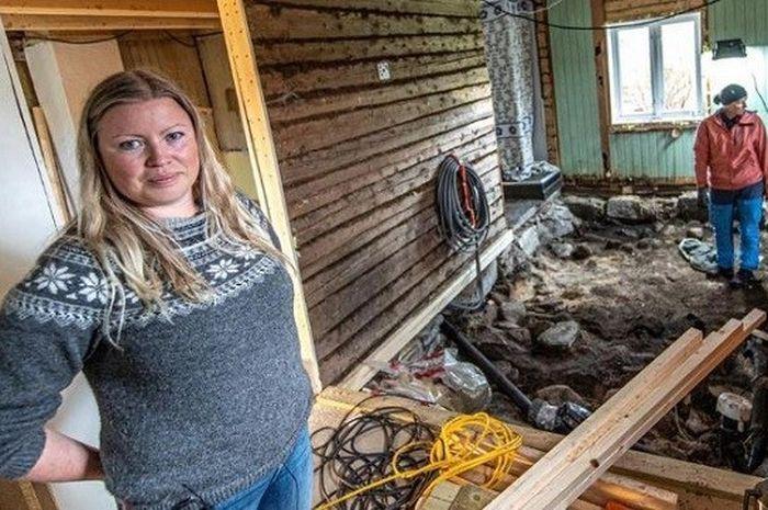 Keluarga ini temukan kuburan di bawah rumahnya. (Freaklore)