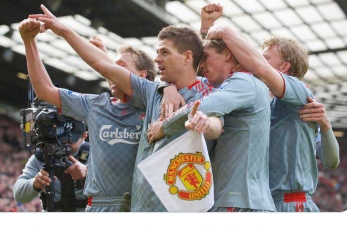 Para pemain Liverpool melakukan selebrasi dalam laga yang berakhir dengan skor 4-1 atas Manchester United pada Liga Inggris musim 2008-2009.