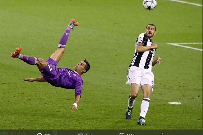 Aksi akrobatik Cristiano Ronaldo yang mencoba mencetak gol salto pada partai final Liga Champions 2017 antara Real Madrid vs Juventus.