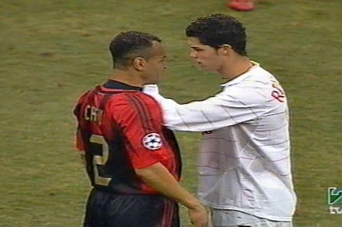 Cristiano Ronaldo sempat terlibat cekcok dengan bintang AC Milan, Cafu, pada laga leg kedua babak 16 besar Liga Champions 2004-2005.