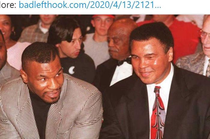 Dua petinju legendaris, Mike Tyson (kiri) dan Muhammad Ali (kanan).