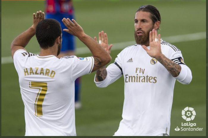 Sergio Ramos dan Eden Hazard merayakan gol Real Madrid.