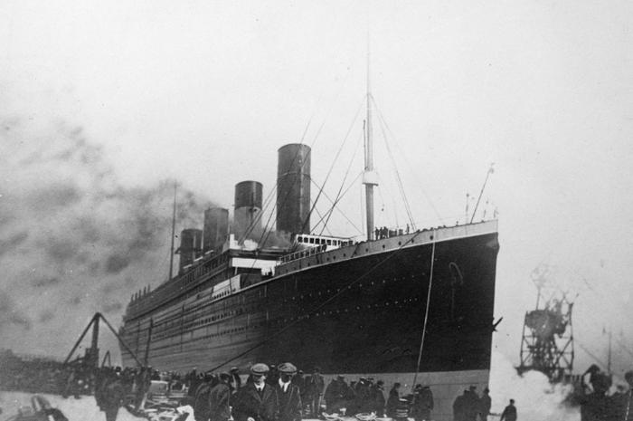 Titanic dilengkapi oleh teknologi komunikasi nirkabel yang memungkinkan penumpang mengirim pesan dari tengah laut.