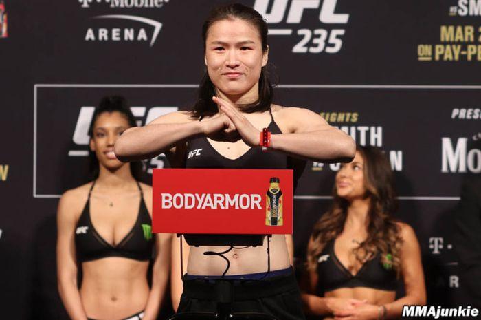 Petarung MMA asal China, Zhang Weili.