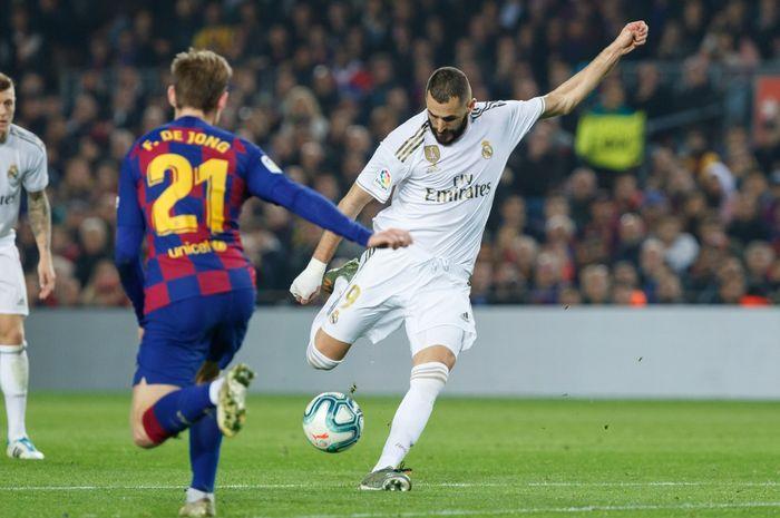 Striker Real Madrid, Karim Benzema, kala melawan Barcelona pada laga el clasico jilid dua.