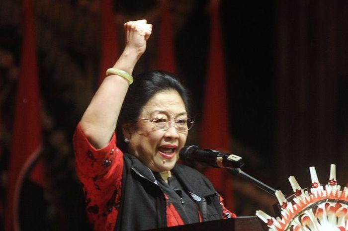 Bak Petir di Siang Bolong, Bendera Partai PDI-P Di