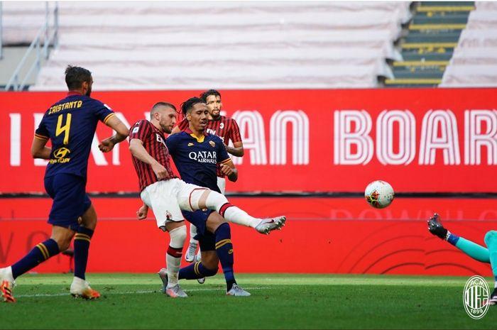 Ante Rebic mencetak gol dalam laga AC Milan kontra AS Roma pada pekan ke-28 Liga Italia, Minggu (28/6/2020) di San Siro.