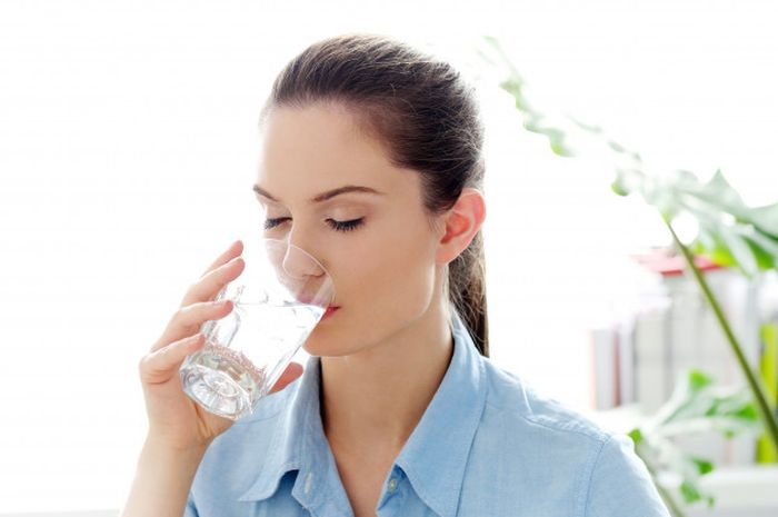 8 things that will happen to your body if you drink less water.