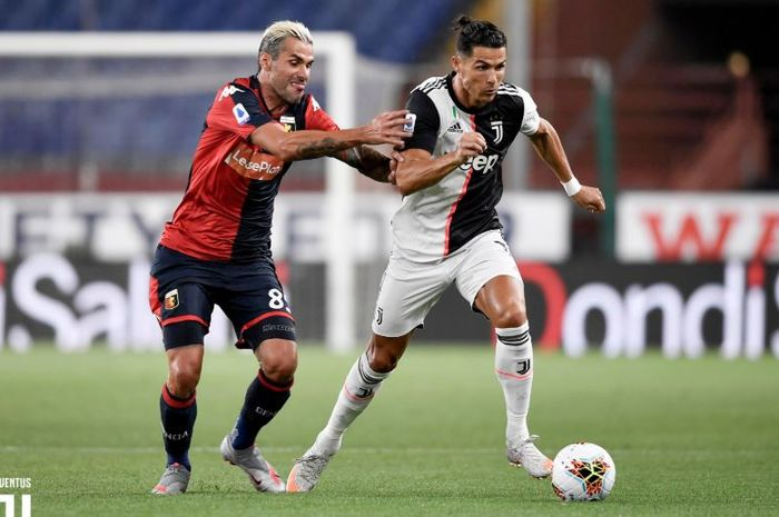 Megabintang Juventus, Cristiano Ronaldo, takluk dari kiper yang pinjaman dari Juventus dalam laga pekan ke-29 Liga Italia di Stadion Luigi Ferraris