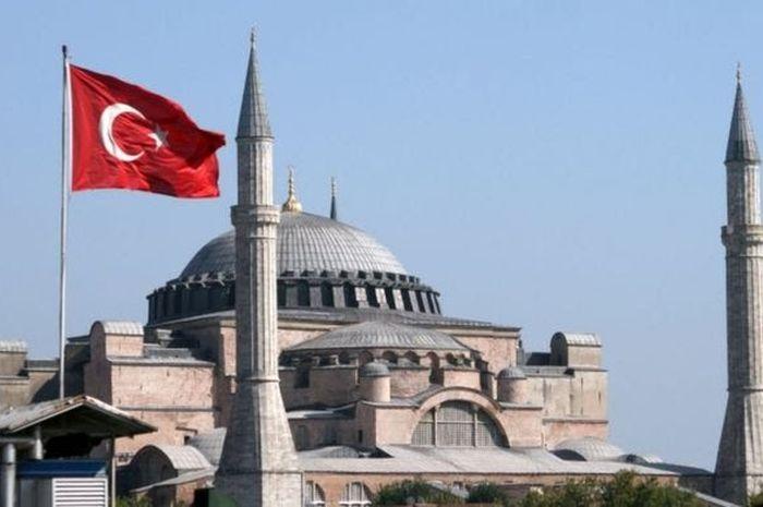 Hagia Sophia memiliki makna besar sebagai simbol agama dan simbol politik