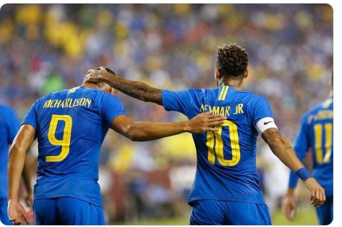Richarlison (Kiri) dan Neymar saat membela timnas Brasil.